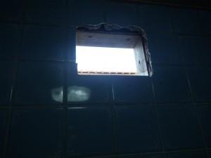 春日井市 浴室換気扇取替工事 撤去後