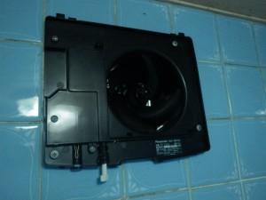 浴室換気扇取替工事施工中