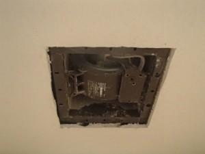 トイレ換気扇取替工事 天井加工