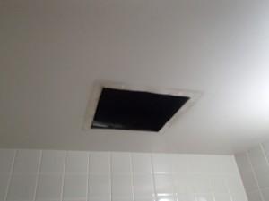 三菱浴室換気扇取替工事(名古屋市名東区)撤去後