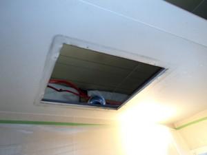 三菱浴室換気扇取替工事(みよし市)撤去後